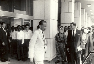 dag-hammarskjold-and-peter-hazou-ndjili-airport-congo-13-sept-1961